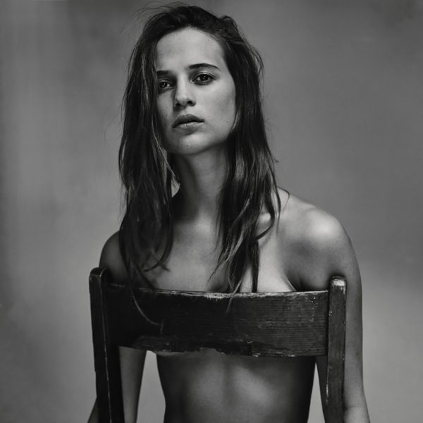 Alicia Vikander_chair_1280